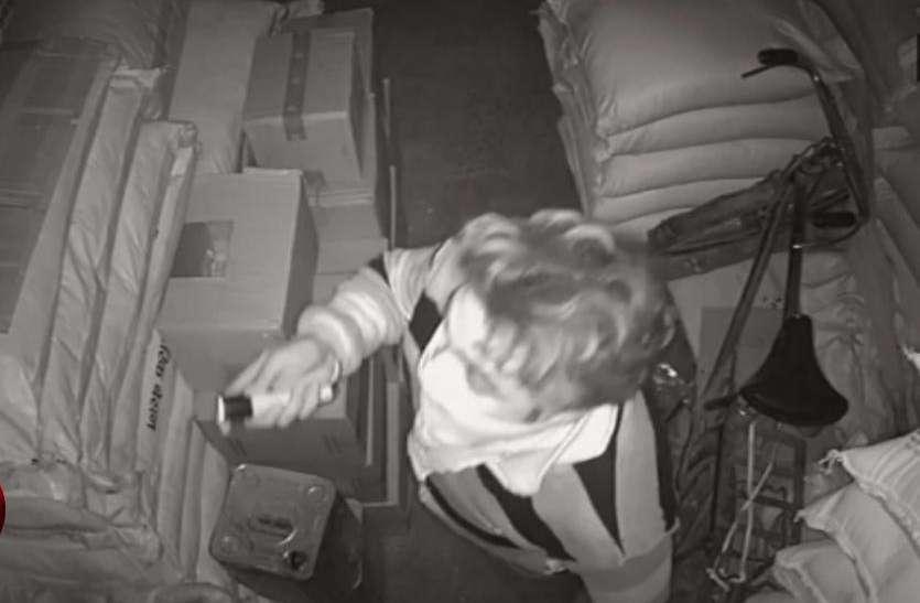 सीसीटीवी कैमरे में कैद हुर्इ चोरों की यह करतूत, पता लगाने में जुटी पुलिस- देखें वीडियो