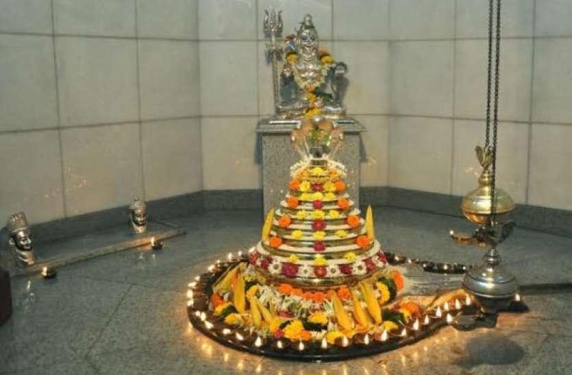 इस मंदिर परिसर में मौजूद हैं 22 कुंड, पानी में डूबकी लगाने से दूर होते हैं रोग और कष्ट