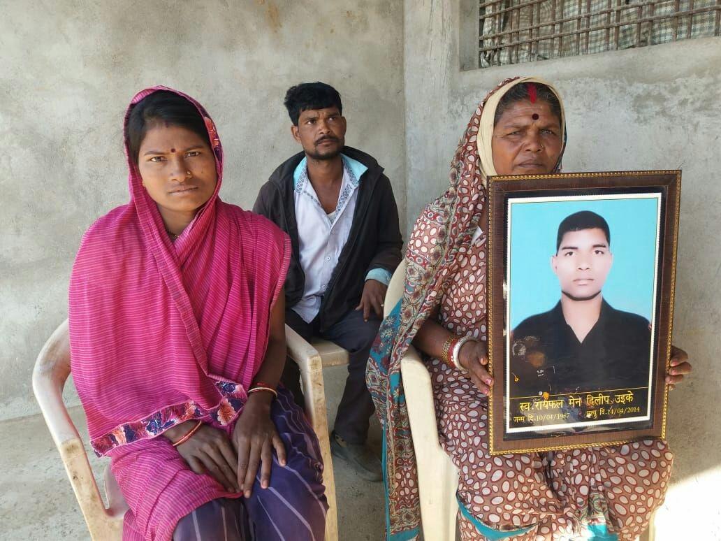 ग्राम पंचायत ने नहीं सुनी तो परिवार खुद बना रहा शहीद बेटे का स्मारक