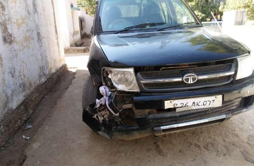 सीबीएमओ की गाड़ी ने बाइक को मारी टक्कर,तीन घायल