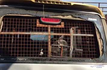 पुलिस लिखी गाड़ी से हो रही थी गो तस्करी, ग्रामीणों ने रोका तो कर दी फायरिंग