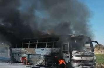 Video बारातियों से भरी बस में अचानक लगी आग, वृद्ध की जलकर मौत