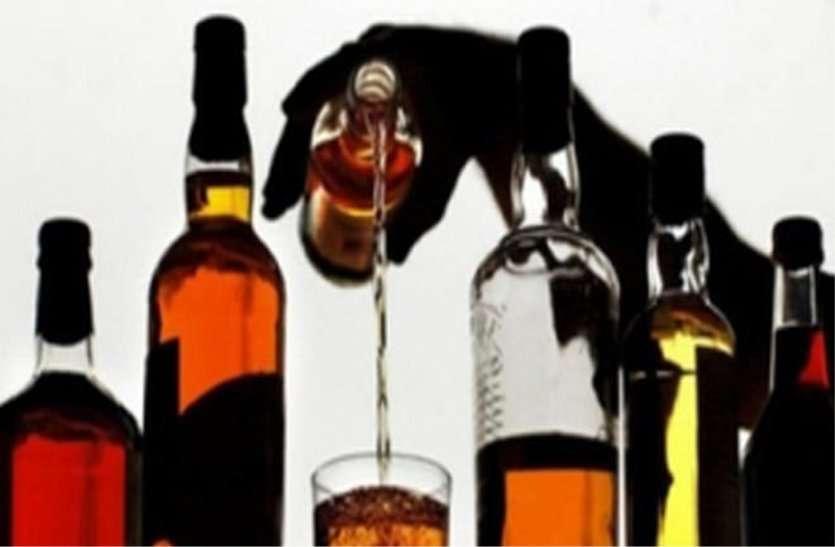 जयपुर: रात 8 बजे बाद आगे की बजाय पीछे खिड़की से बेच रहे थे शराब, DCP ने पकड़ा