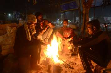 राजस्थान में चली शीतलहर से दिन में भी ठिठुरेे लोग, बर्तनों में रखा पानी बन गया बर्फ