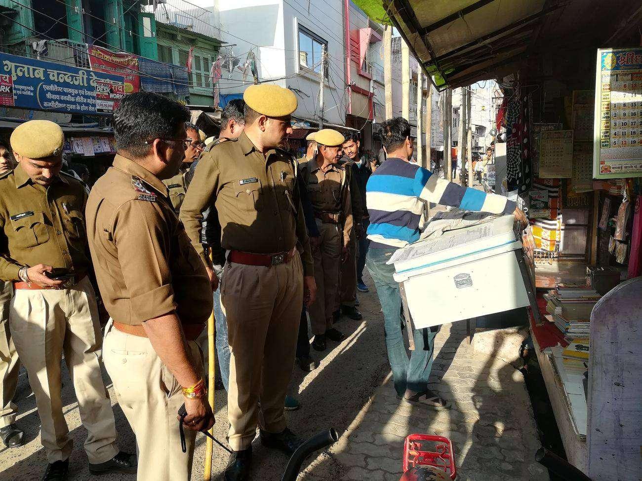 VIDEO: पुलिस ने बाजार से हटवाया अस्थायी अतिक्रमण