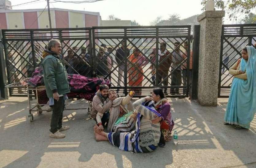 बड़ी खबर : जानिए क्या हुआ ऐसा की परिजनों ने संजय गांधी अस्पताल  के गेट पर जड़ दिया ताला