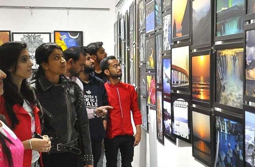 फोटो और पेंटिंग प्रदर्शनी