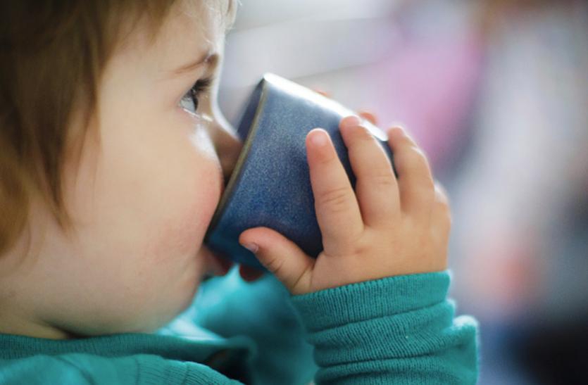 उल्टा-सीधा खाने से बच्चाें में हाेती है मोटापे की समस्या, एेसें करें बचाव