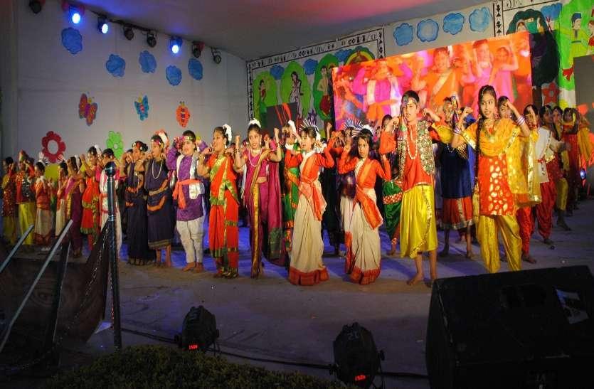 Photo Gallery :  मंच पर निखर उठा भारत का रंग नन्हें बच्चों ने दिया नैतिक मूल्यों का संदेश