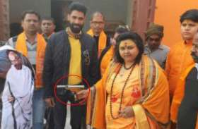 Big News: पूजा शकुन पांडेय पर अखिल भारत हिन्दू महासभा का बड़ा एक्शन