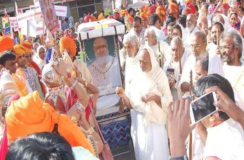 प्रतिष्ठा महोत्सव का शुभारंभ, जैन मुनियों का नगर प्रवेश