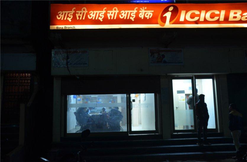 यहां काम खत्म होने के बाद भी रात तक खुले रहते हैं बैंक