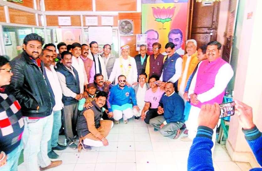 पूर्व गृहमंत्री हिम्मत कोठारी हुए भावुक: कहा जनता और कार्यकर्ताओं का ऋण नहीं उतार सकता