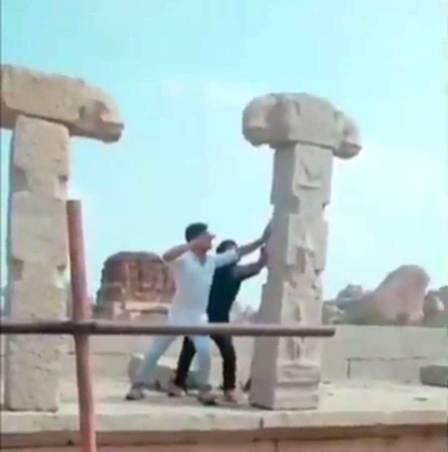 temple ruins of Hampi