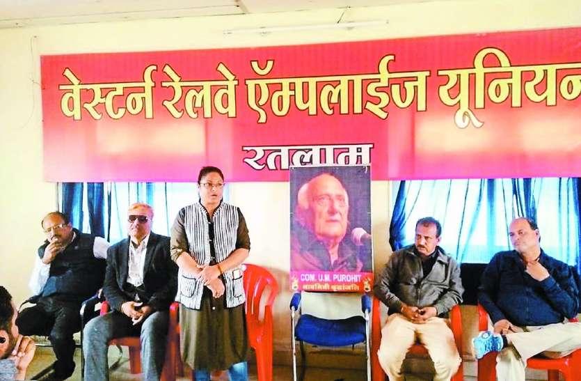रेलवे यूनियन इलेक्शन: डोर-टू-डोर पहुंचकर मना रहे मतदान के लिए