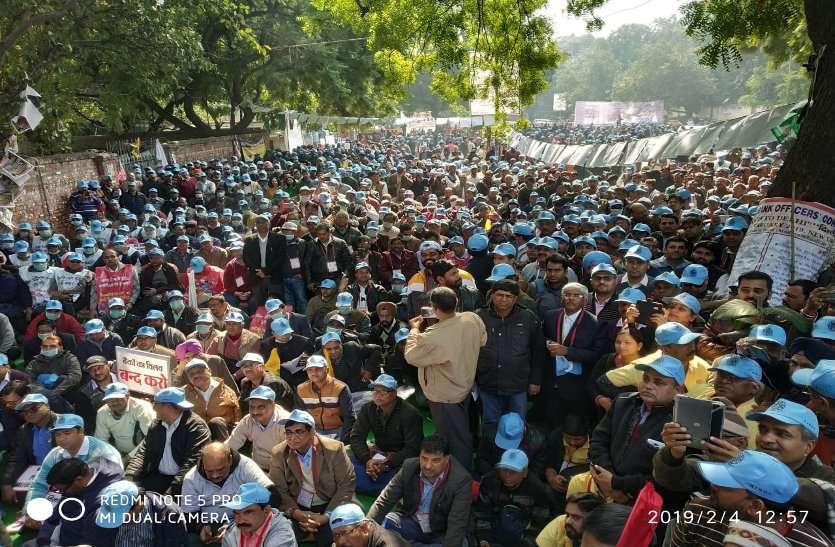 पीएमओ से अफसरों ने अफोर्डेबिलिटी क्लॉज के खिलाफ निकाली रैली