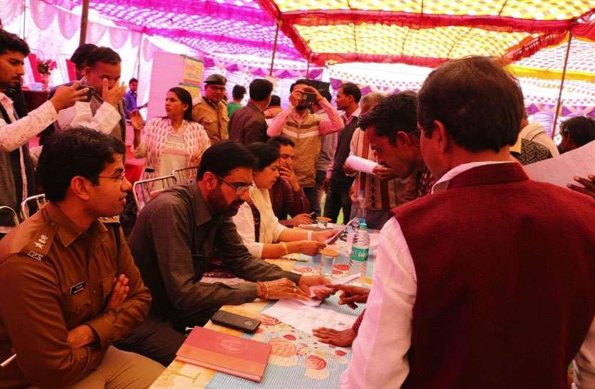 लोगों की समस्याओं को जानने शाढ़ौरा में जिला स्तरीय शिविर का आयोजन