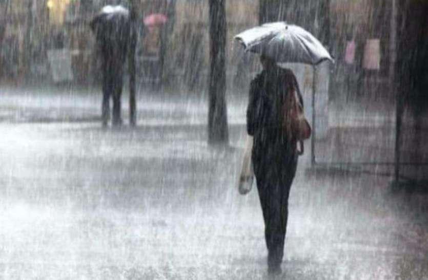 मौसम वैज्ञानिकों ने फिर दी चेतावनी, हवाआें के बीच होगी तेज बारिश आैर पड़ेंगे आेले भी, स्कूलों की हो सकती है छुट्टी