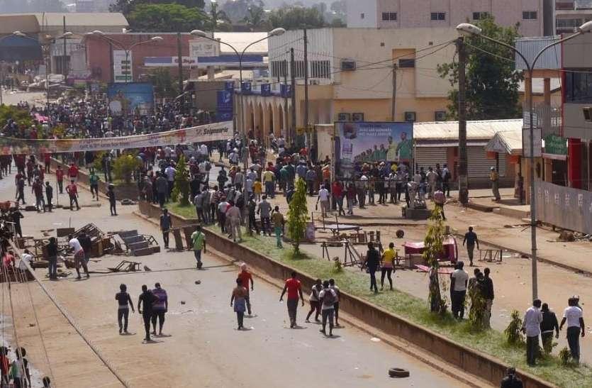 अफ्रीका: कैमरून के भीड़भाड़ वाले बाजार में हुई गोलीबारी, 15 लोगों की मौके पर मौत
