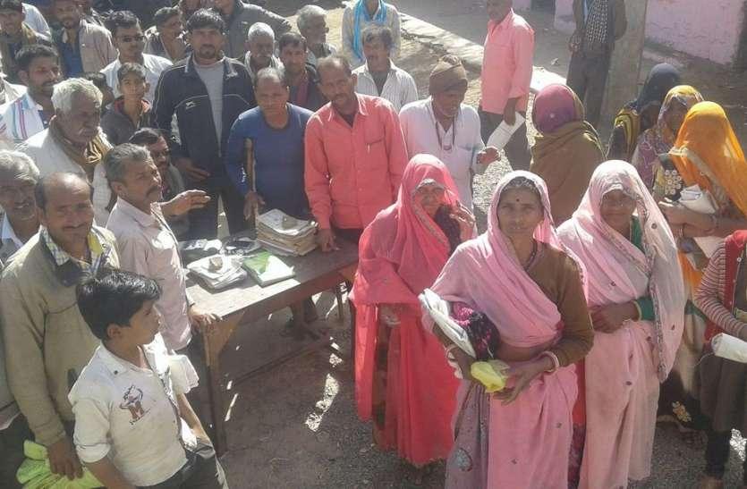 ग्रामीणों ने दी आंदोलन की चेतावनी, लगाया जाम