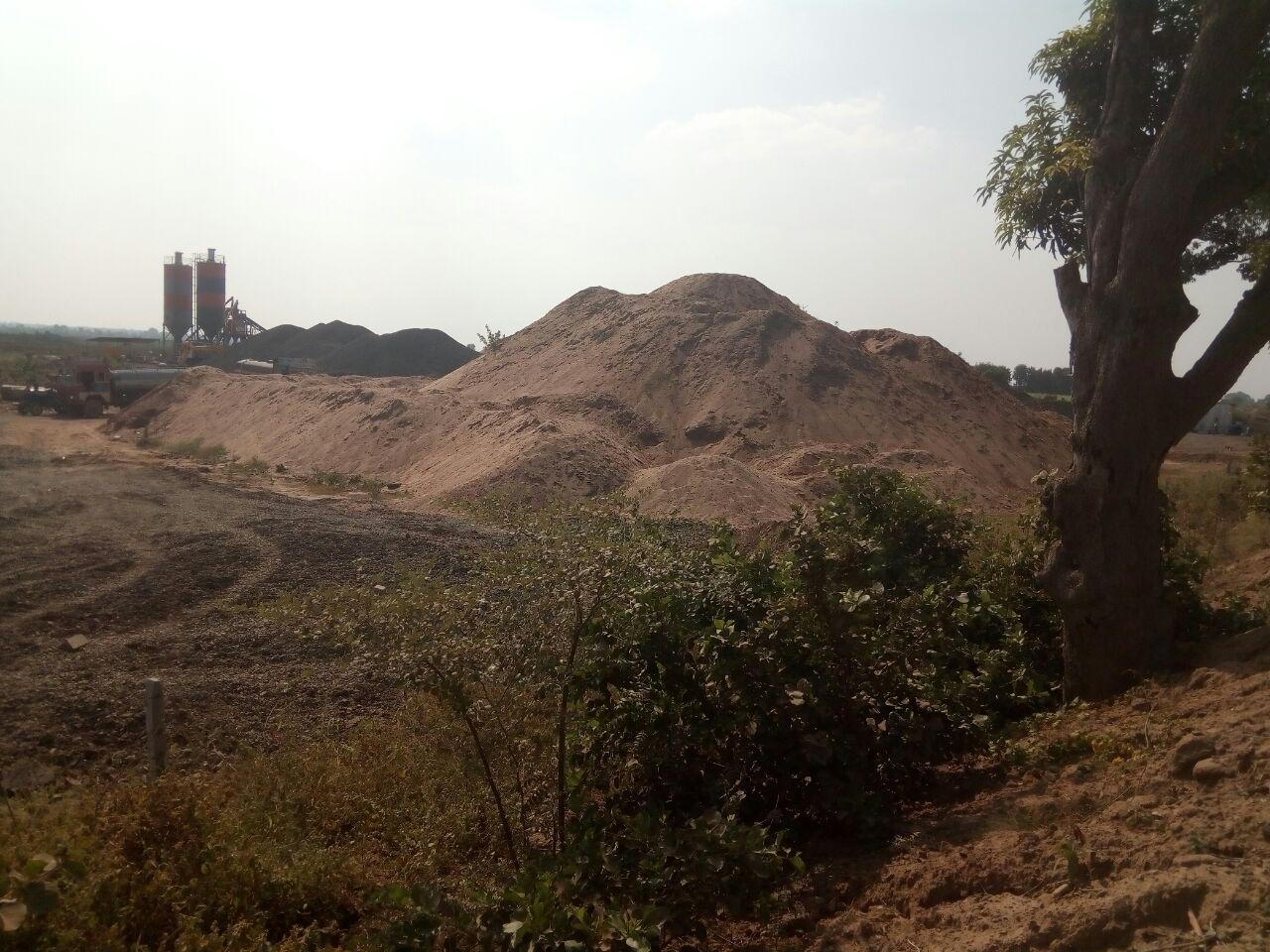 निर्माण कार्यों में खनिज की रॉयल्टी की लाखों की चोरी