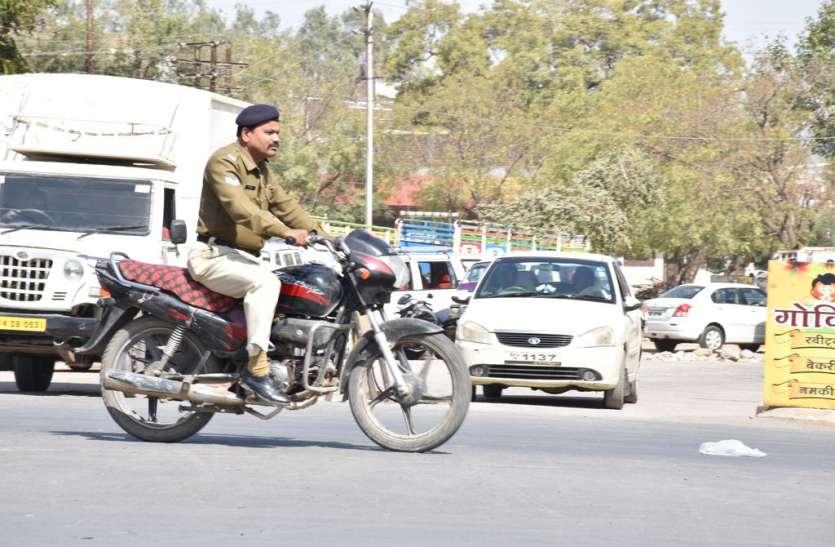 जिलेभर में यातायात सप्ताह में जागरुकता लेकिन शहर के वन-वे की नहीं ले रहे सुध
