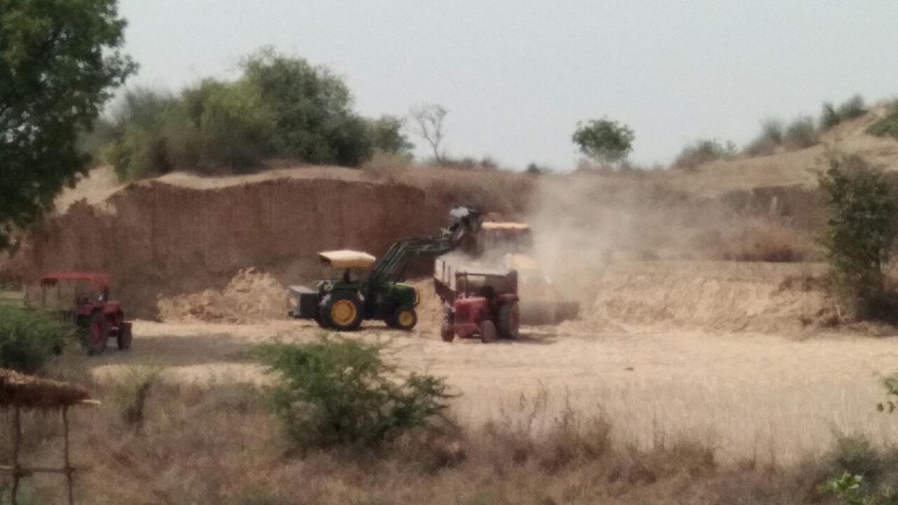 अब बीहड़ को खोखला कर रहे मिट्टी माफिया