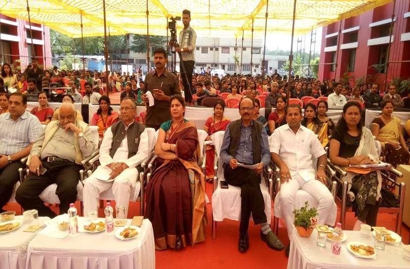 Photo Gallery :  वार्षिक उत्सव में पहुंचे मंत्री ने कहा की जीवन में शिक्षा के साथ संस्कार का बड़ा महत्व है