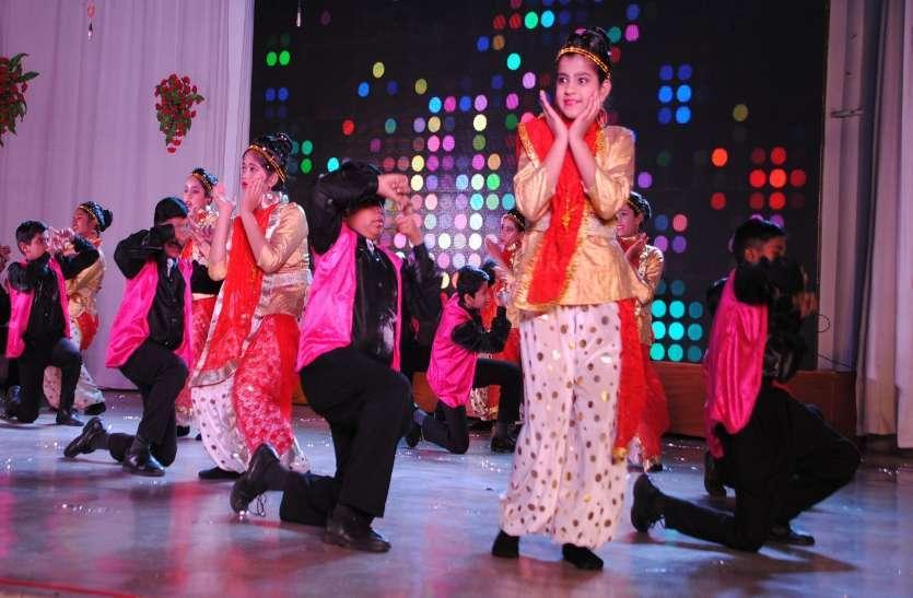 Photo gallery : सांस्कृतिक कार्यक्रम के साथ नुक्कड़ नाटक के माध्यम से बच्चों ने कार्यक्रम को बांधे रखा