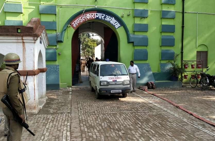 सनसनीखेज़ : सिलेंडर पर कब्जा कर जेल उड़ाने की धमकी देते रहे कैदी मिन्नतें करता रहा प्रशाशन