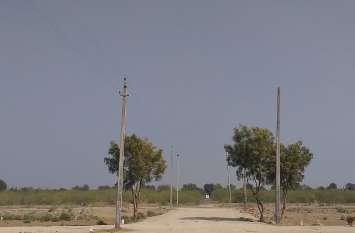 बिजली कनेक्शन के लिए डिस्कॉम ने अपनाया शॉर्टकट, किसान पर मंडरा रहा करंट का खतरा