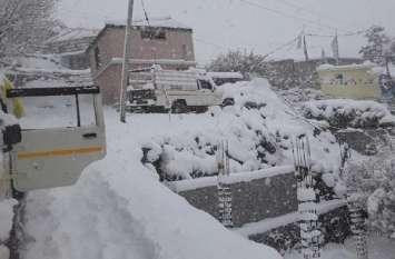 Video: घाटी में बढ़ी बर्फबारी के बाद प्रशासन ने शुरू किया राहत काम
