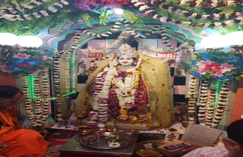 vedio बसन्त पंचमी पर हुई सरस्वती पूजन, मंदिरों में उमड़े श्रध्दालु