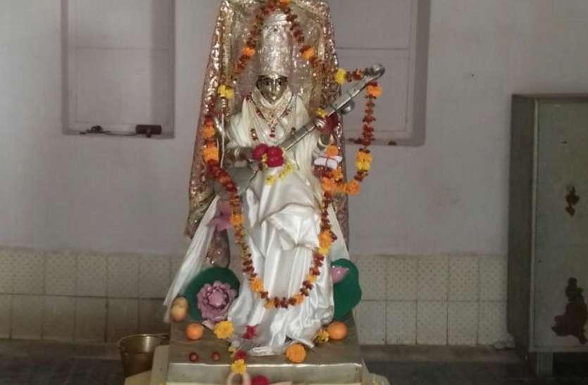 जर्मनी से कोलकाता तक पानी के जहाज से मंगवाई थी मां सरस्वती की प्रतिमा, जानिए कैसे