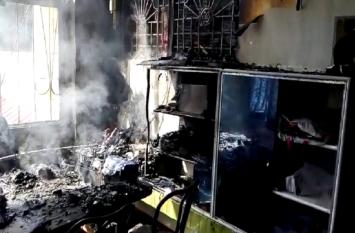 स्कूल की बिल्डिंग में लगी आग, अफरा तफरी