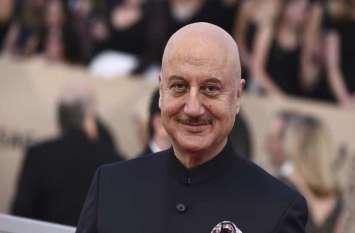अनुपम खेर से फैंस ने पूछा कश्मीरी हिंदूओं पर फिल्म कब बनाएंगे, एक्टर ने दिया ये जवाब...