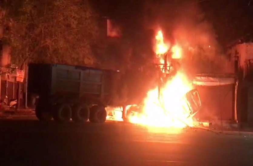 ट्रक की टक्कर से बाइक में बंधा सिलिंडर फटने से 3 की जलकर मौत, 13 घायल