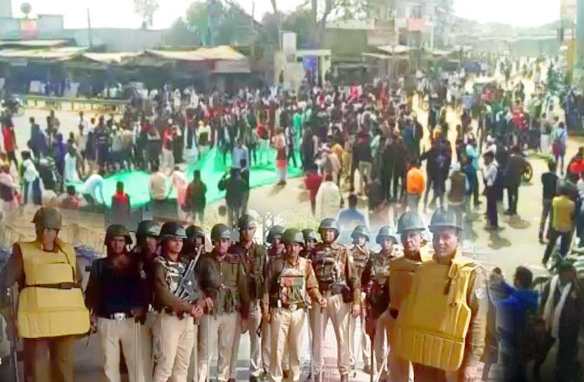 दौसा तक पहुंची गुर्जर आंदोलन की आग! आंदोलनकारियों ने लगाया जयपुर-आगरा हाईवे पर जाम, बाजार बंद