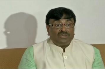 महाराष्ट्र सरकार में मंत्री के बिगड़े बोल, प्रियंका को बताया एक्सपायरी दवा