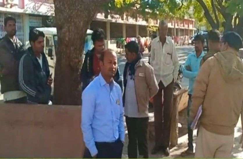 रास्ते जा रहे मजदुर की करंट लगने से मौत-