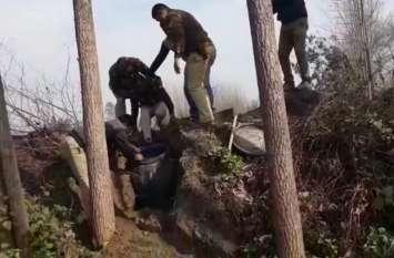 Video: 81 से अधिक माैताें के बाद अब सहारनपुर के इस गांव से मिला कच्ची शराब का जखीरा