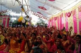 श्रोताओं ने कृष्ण की बाल लीलाओं का श्रवण किया