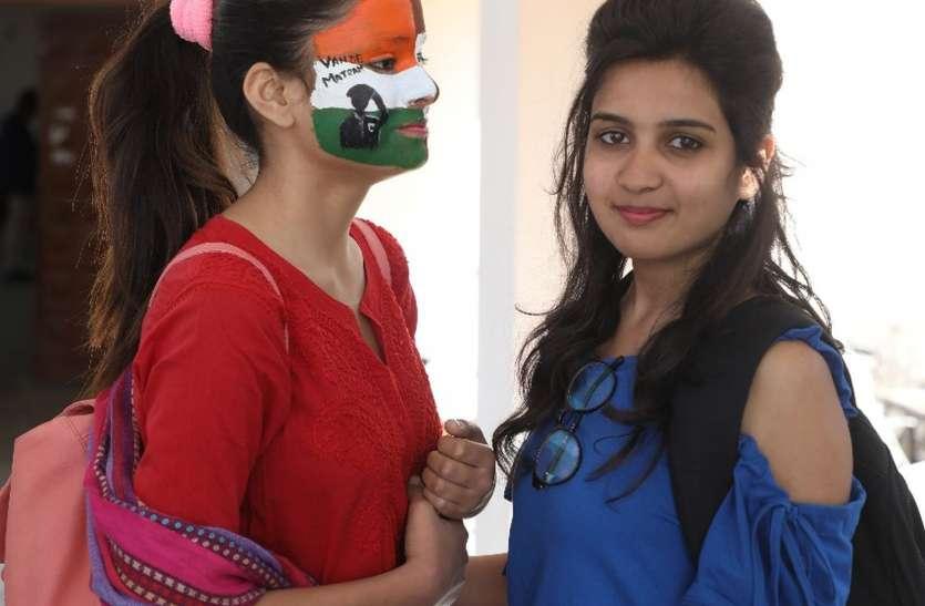 कॉलेज में एक लड़की ने दूसरी का चेहरा तिरंगे रंग में पोतकर लिख दिया वंदे मातरम
