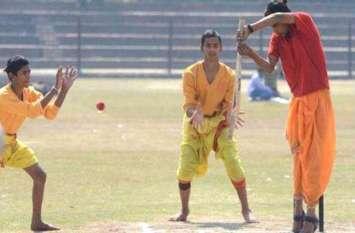 काशी वाला अनोखा क्रिकेटः धोती-कुर्ता पहनकर भांजा बल्ला, संस्कृत में हुई कमेंट्री