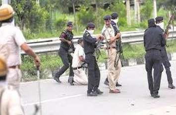 लूट के आरोपियों को पकडऩे गई तीन थानों की पुलिस पर फायरिंग, कांस्टेबल के गले व दोनों जांघों पर लगे छर्रे