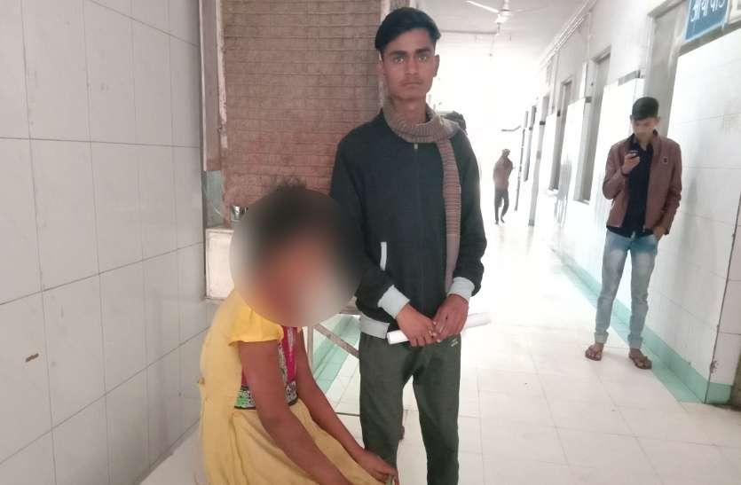 Video: विक्षिप्त बालिका को  बचाते हुए चाइल्ड लाइन ने रेस्क्यू कर जिला अस्पताल में कराया भर्ती, सामने आई बड़ी बेपरवाही