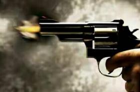 बिहार: बदमाशों ने राजद नेता पर बरसाईं गोलियां, जख्मी हालत में बेटी को दिलवाई परीक्षा
