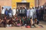 गामीणों ने स्कूल पर जड़ा ताला, शिक्षिका पर अभद्रता का आरोप