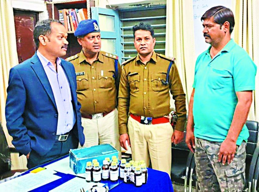नशीली दवाएं बेचने के आरोप में झोलाछाप डॉक्टर गिरफ्तार