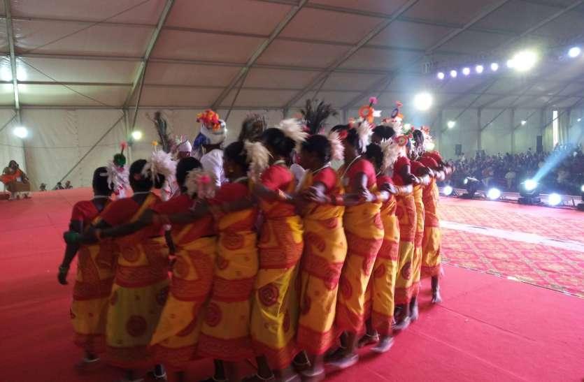 कुंभ में हुआ 29 राज्यों की संस्कृतियों का संगम, छह हजार वनवासियों ने लगाई संगम में डुबकी